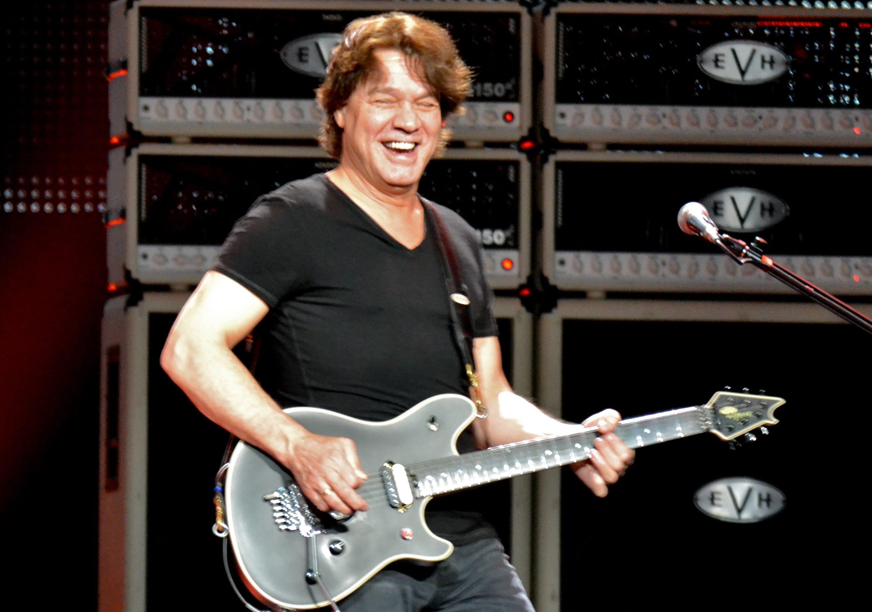 Eddie Van Halen, quella volta che il chitarrista donò 75 chitarre ai bambini