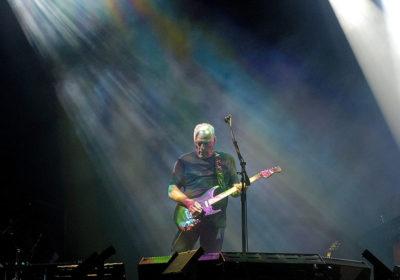 Pink Floyd: Perché David Gilmour distrusse una chitarra sul palco?